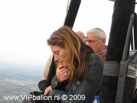 Opstijgen in Uden en de ballon vaart richting Odiliapeel. Prachtig uitzicht over de vliegbasis Volkel vanuit de luchtballon.