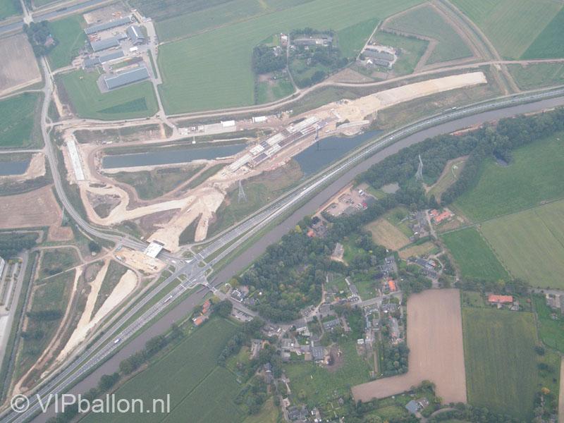 Nieuwe aansluiting van de Zuid Willemsvaar bij Den Dungen vanuit de ballon.