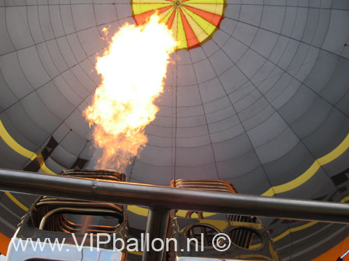 De ballonvaart gaat vandaag van Uden naar Wanroij. Ook weer een ballonaart met VIP's
