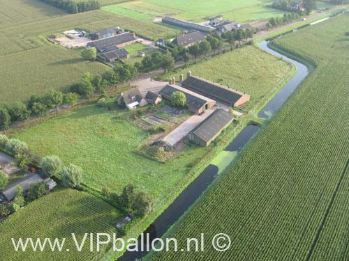 Ochtend Ballonvaart Den Bosch landing bij Roland Ketelaars in Vinkel. Koffie met worstenbroodjes na de ballonvlucht