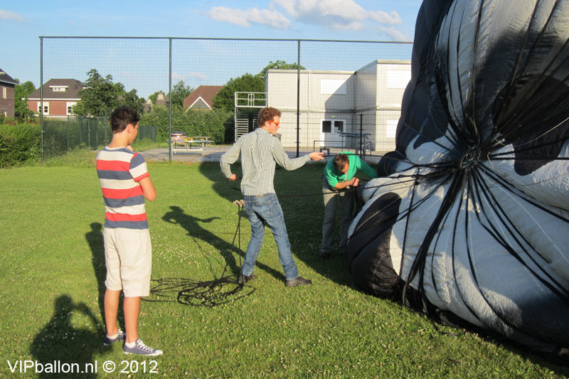 Luchtballonvaart Schijndel naar Berlicum tijdens voetbalwedstrijd
