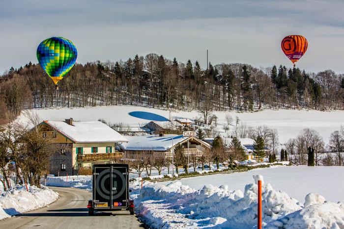 Ballonvaren in de sneeuw
