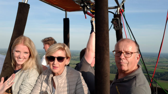 Leuke passagiers tijdens de ballonvaart