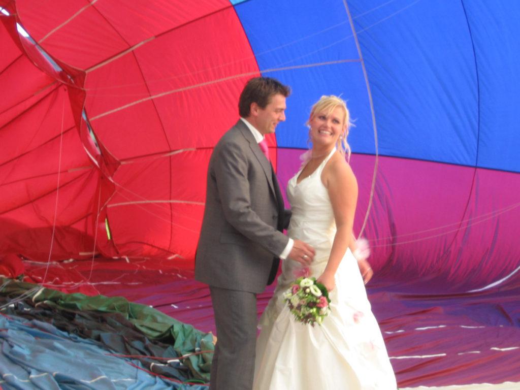 huwelijksreportage in een ballon