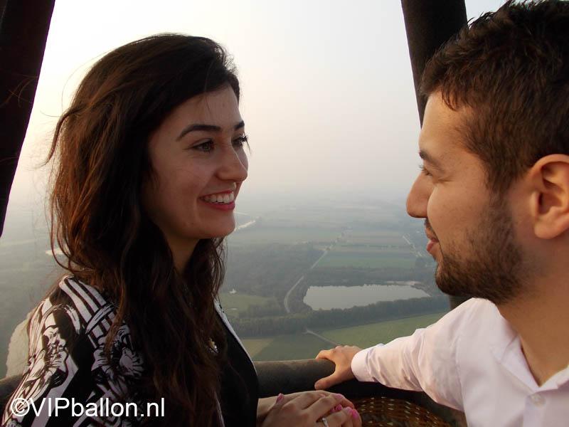 huwelijksaanzoek tijdens een luchtballonvaart