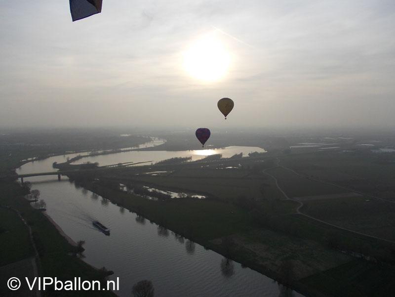 Luchtballon boven de Maas