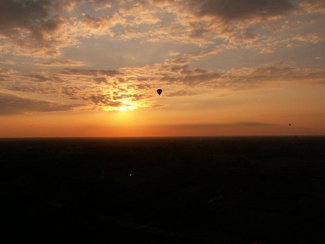 Zonsondergang vanuit de luchtballon