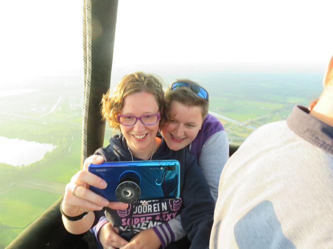 Even samen op de foto in de luchtballon