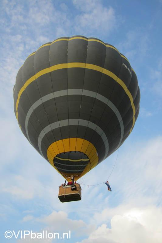 Luchtballon stijgt op vanaf de Karpendonk Eindhoven