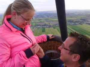 huwelijkaanzoek tijdens ballonvaart Alphen a/d/ Rijn